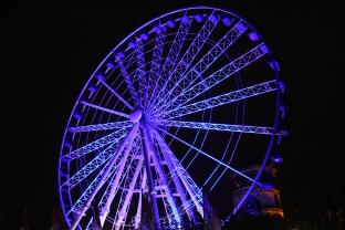 "EHRGEIZ Chroma illuminated ""Wheel of Vision"" at capital city Duesseldorf"